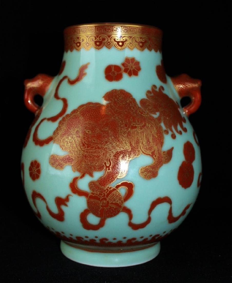 Chinese Qing Porcelain Gilted Gold Lion Vase