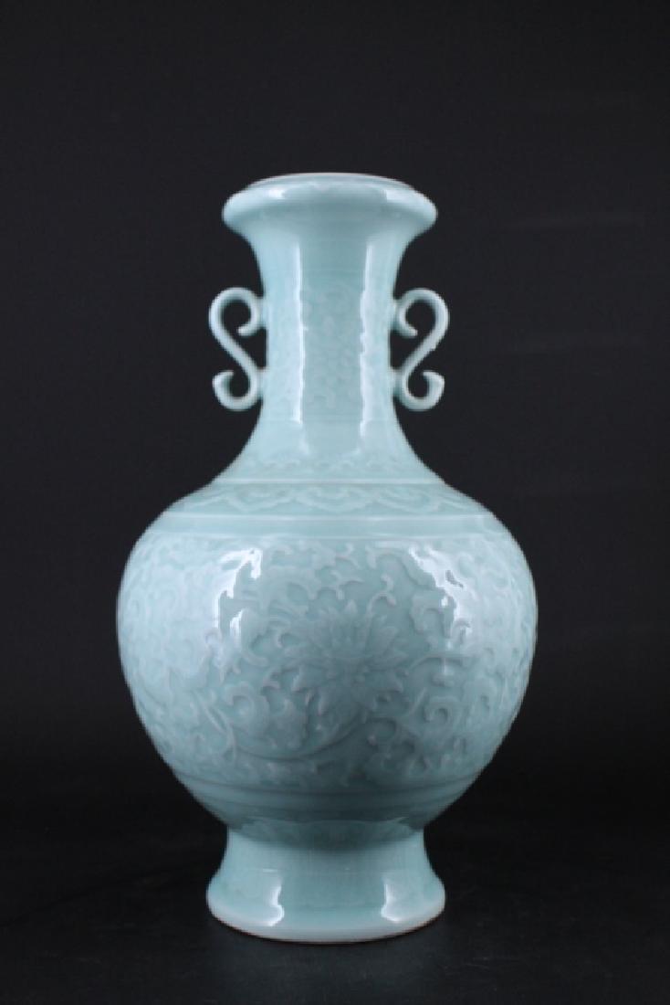 Large Chinese Qing Porcelain Vase