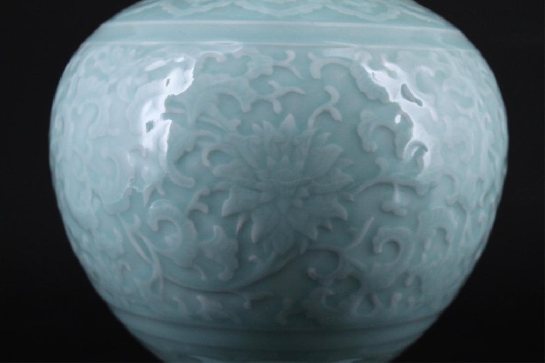 Large Chinese Qing Porcelain Vase - 3