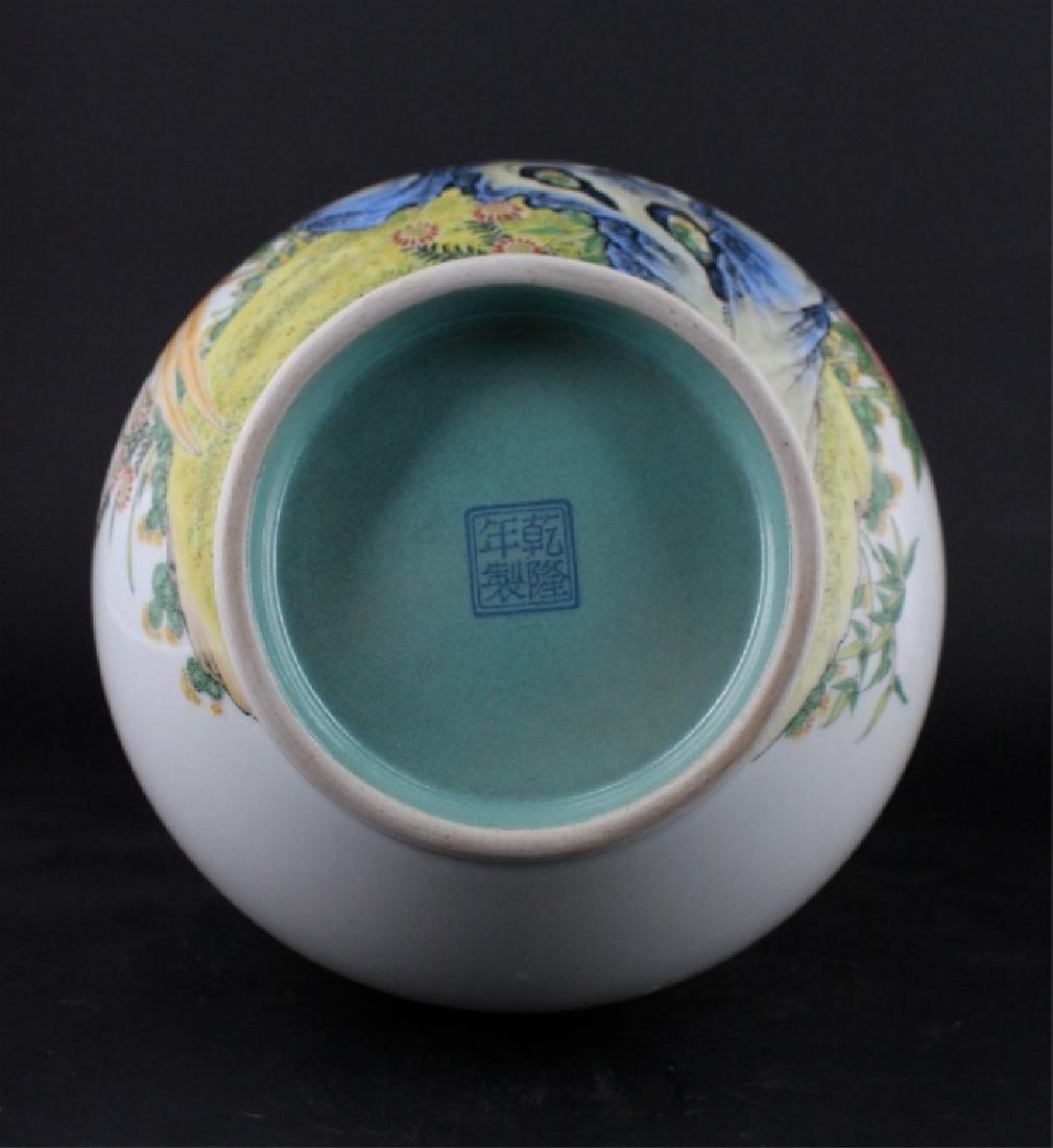 Chinese Qing Porcelain Enamel Vase - 7