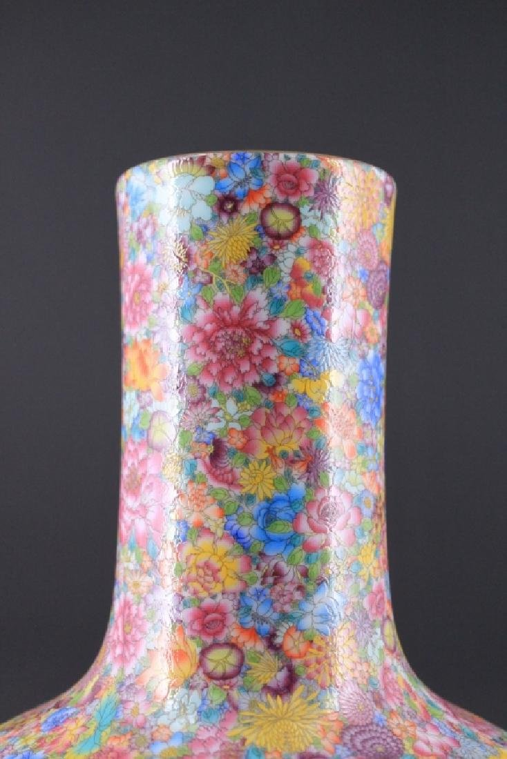 Chinese Qing Porcealin Famille Rose Vase - 2