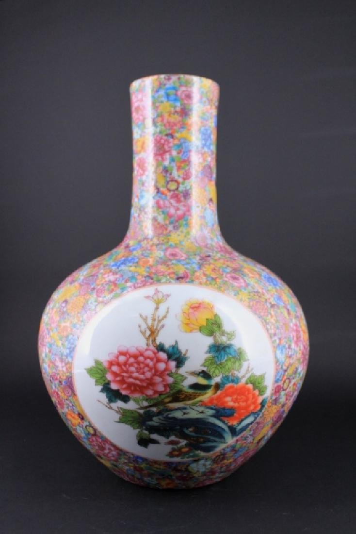 Chinese Qing Porcealin Famille Rose Vase - 5