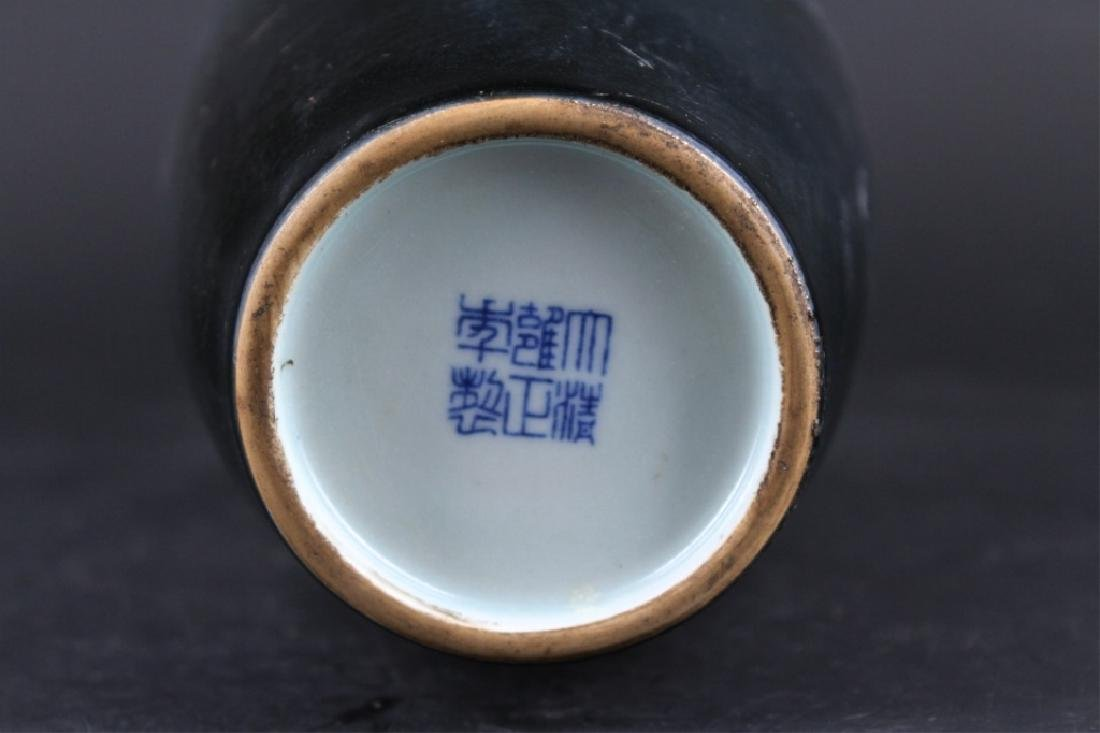 Chinese Qing Porcelain Vase - 7