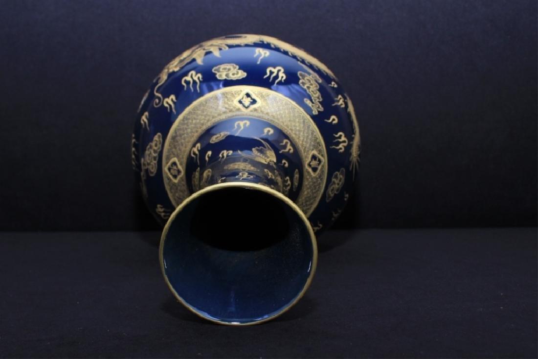 Large Chinese Qing Porcelain Blue Gold Vase - 7