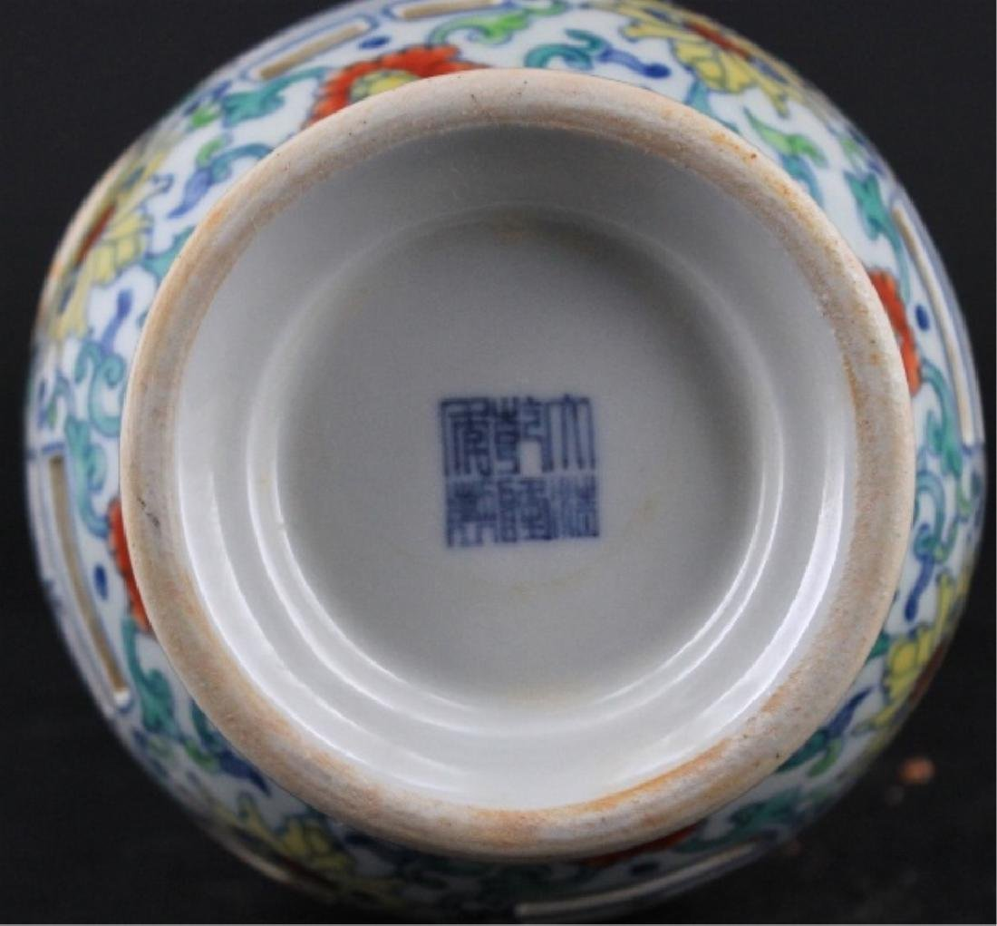 Chinese Qing Porcelain DouCai Hollow Vase - 7