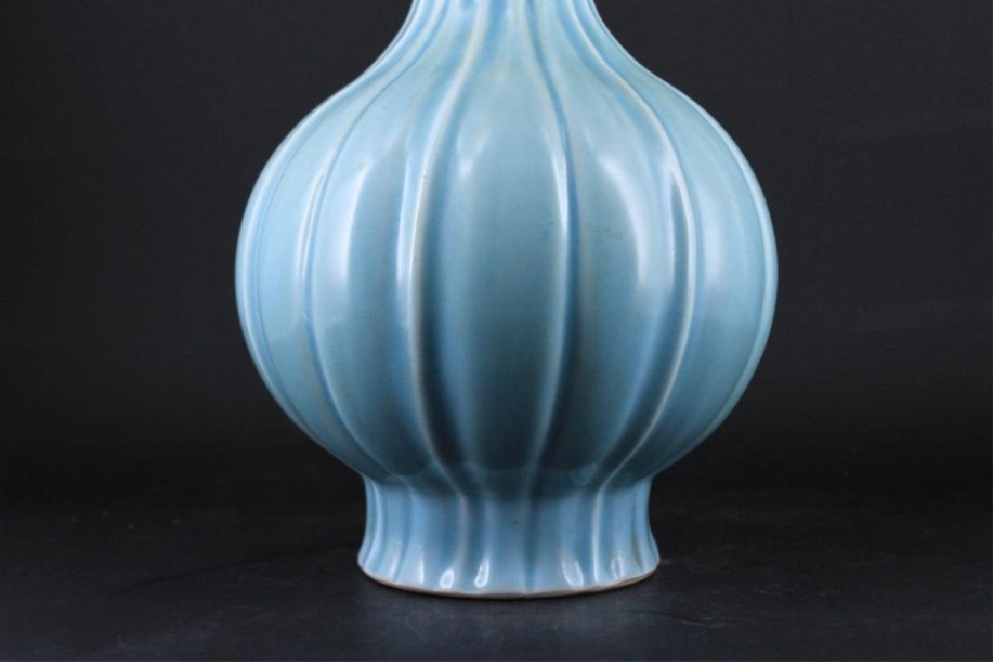 Large Chinese Qing Porcelain Vase - 3