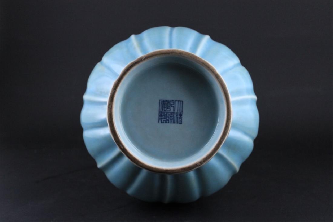 Large Chinese Qing Porcelain Vase - 7