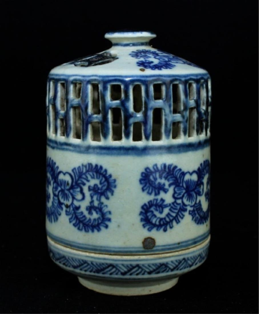 Chinese Ming Porcelain Box - 2