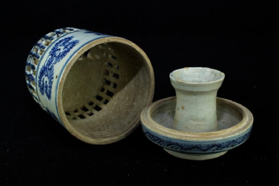 Chinese Ming Porcelain Box - 4
