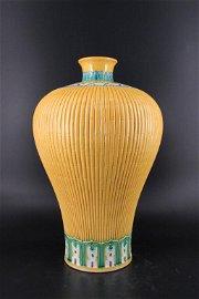 Large Qing Porcelain Famille Rose Ruffled Vase