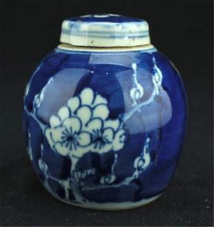 Small Chinese Porcelain Blue&White Jar with Lid
