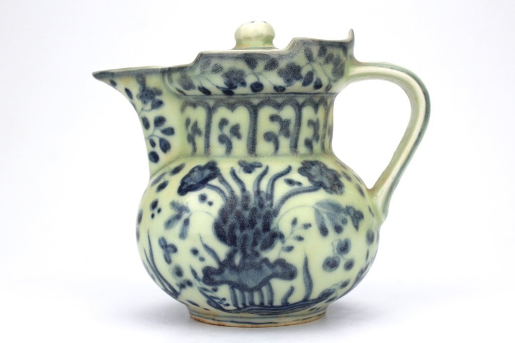 Chinese rare Ming Dynasty blue and white Tea Pot