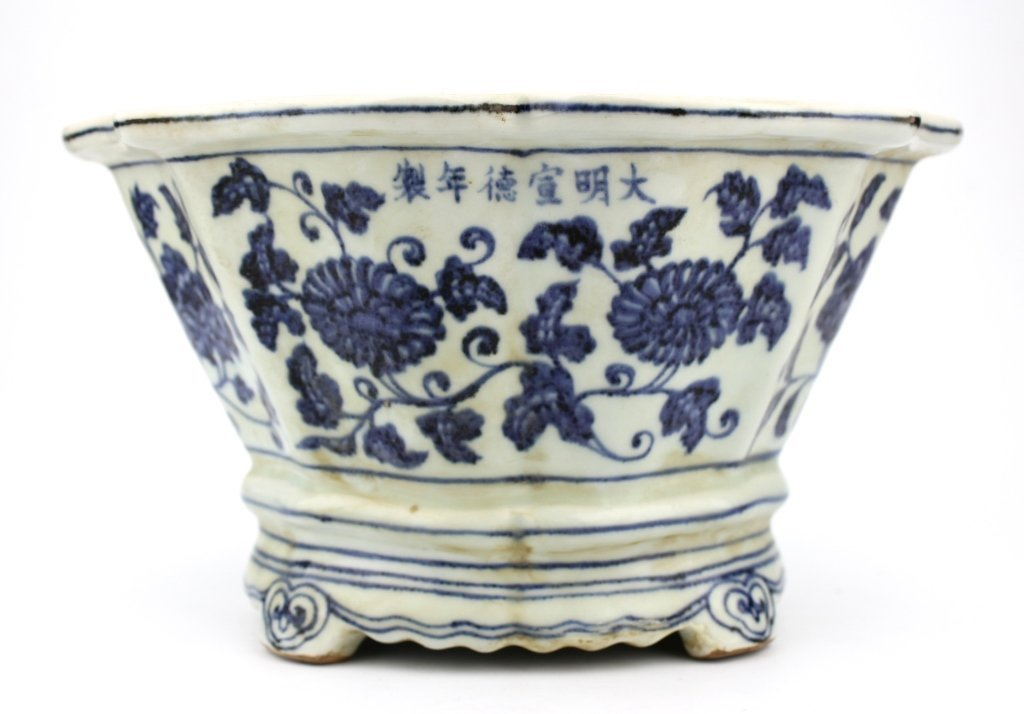 Large Chinese Ming Dynasty Blue&White Flower Pot