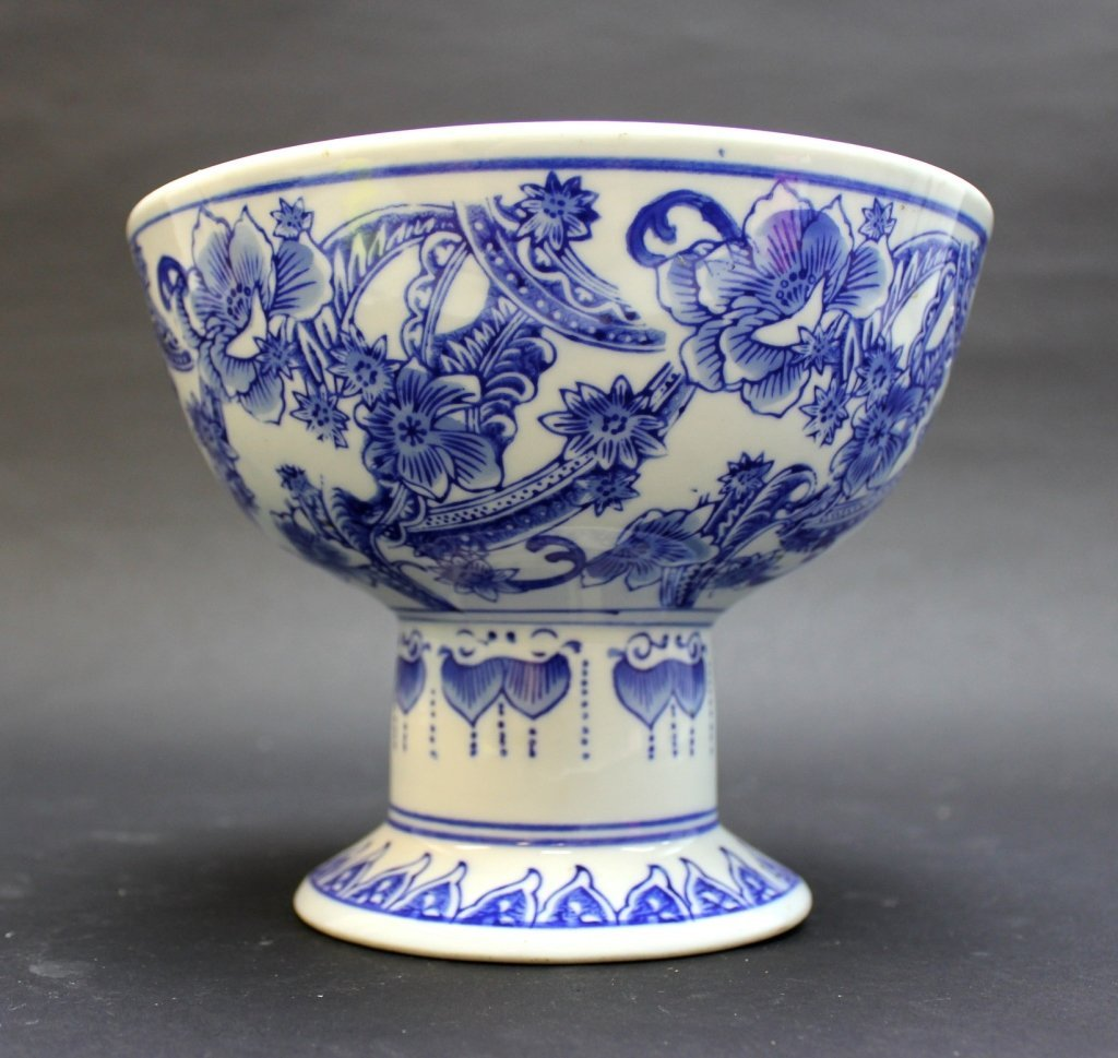 Large Chinese Porcelain Blue&White Cup