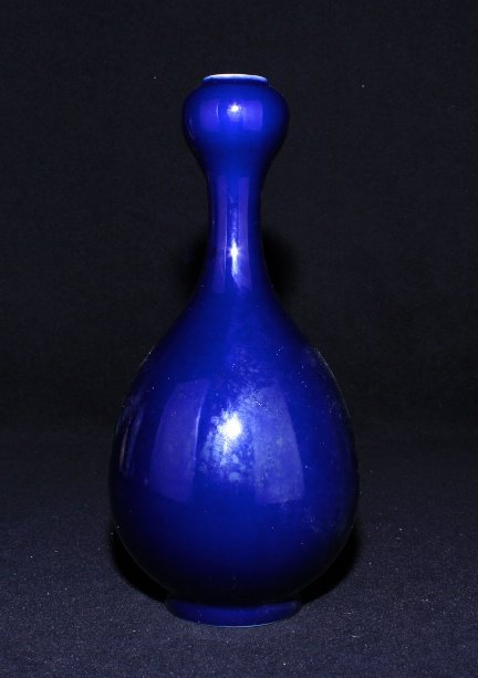 Large Chinese Qing Porcelain Blue Vase_x000D_ 11 x