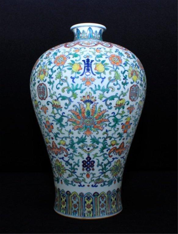 Large Chinese Qing Porcelain DouCai Vase_x000D_ 14 x 8