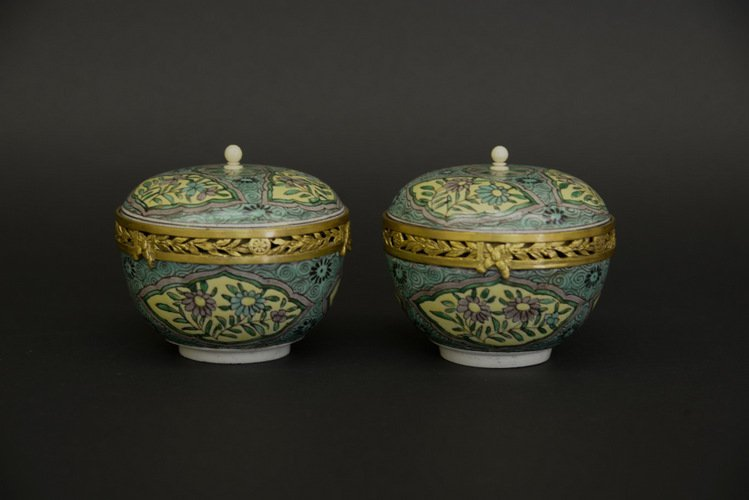 Pair of Kangxi Chinese Susancai Covered Bowls