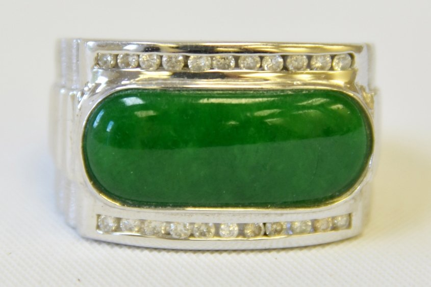 An 18 K White Gold and Jade Ring