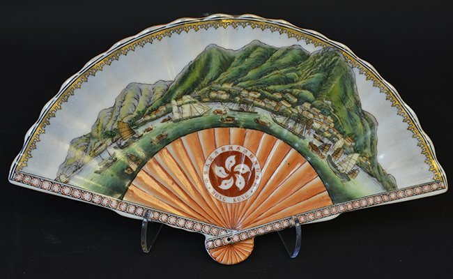 A Chinese Export Porcelain Fan Shaped Dish