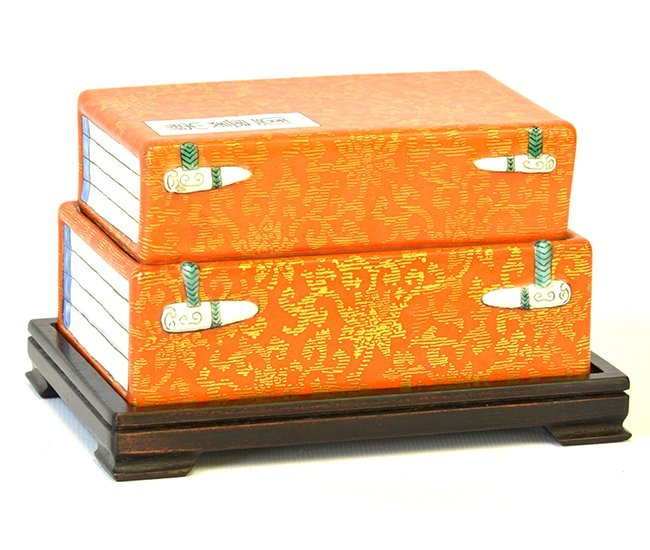 A Rare Chinese Porcelain Box & Cover, Qianlong P.