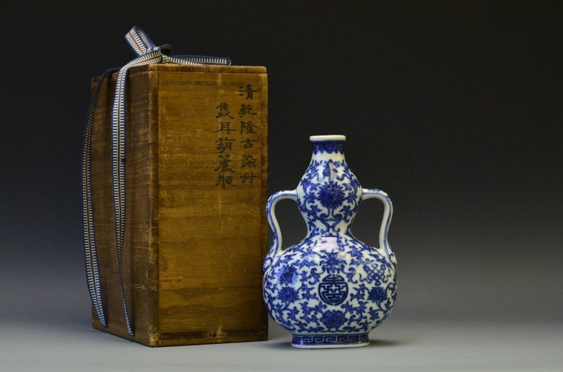 A Blue and White Double Gourd Vase, Qianlong M&P