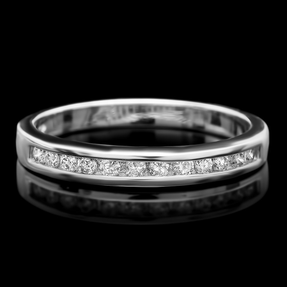 1A: 14k White Gold 0.30ct Diamond Ring This luxurious