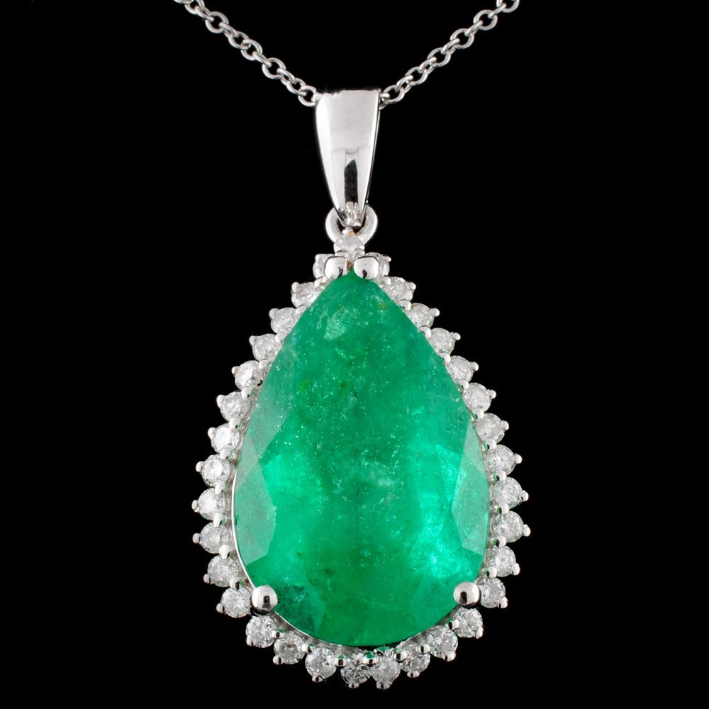 18K White Gold 8.30ct Emerald & 0.42ct Diamond Pen