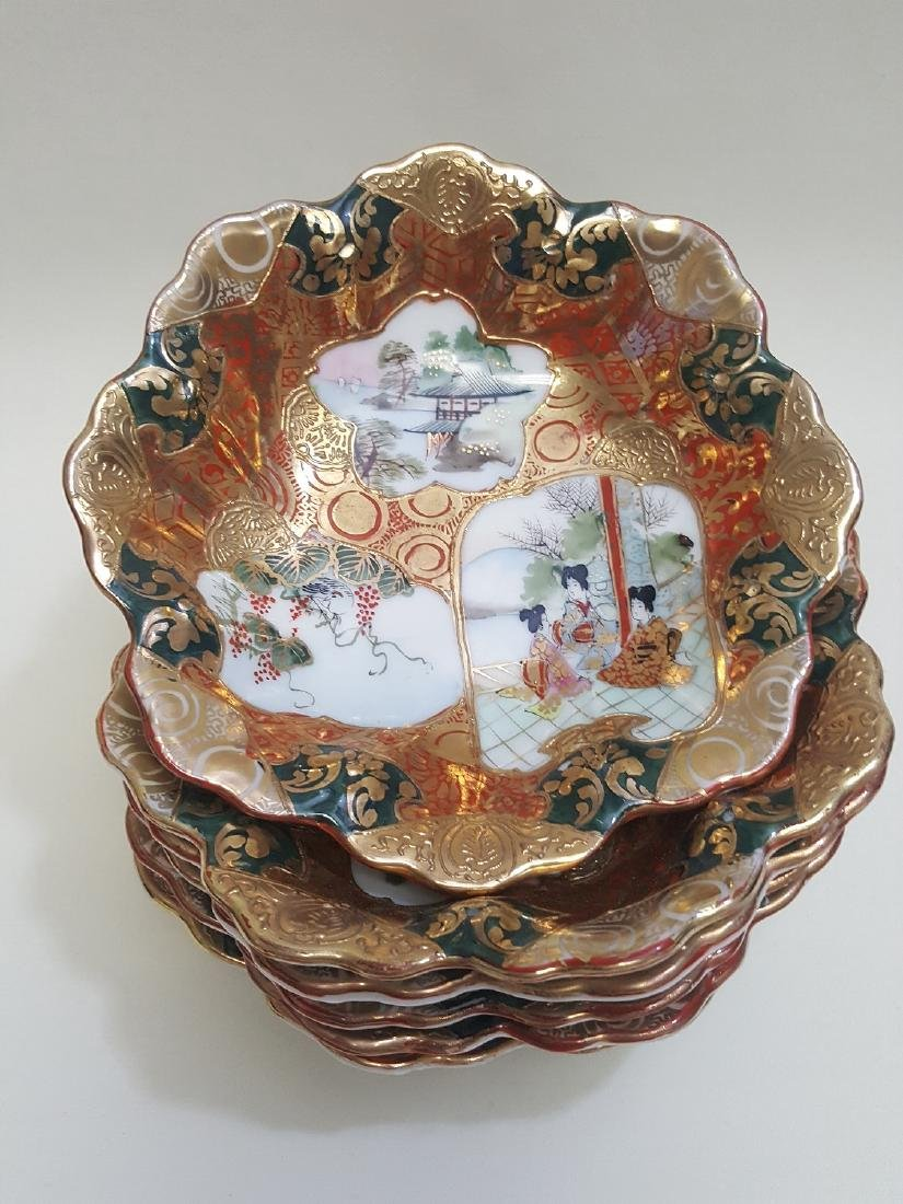 A set of Japanese Satsuma scalloped edge bowls
