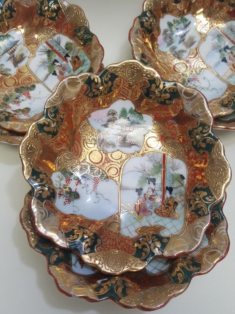 A set of Japanese Satsuma scalloped edge bowls - 3