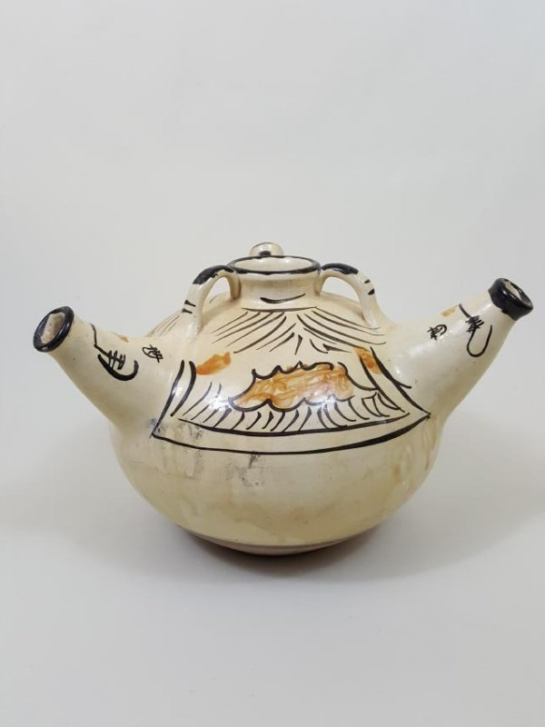 A Liao Cizhou ware glazed ceramic 3 spout wine jar