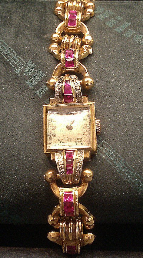 1015A: 1940's Gold Watch