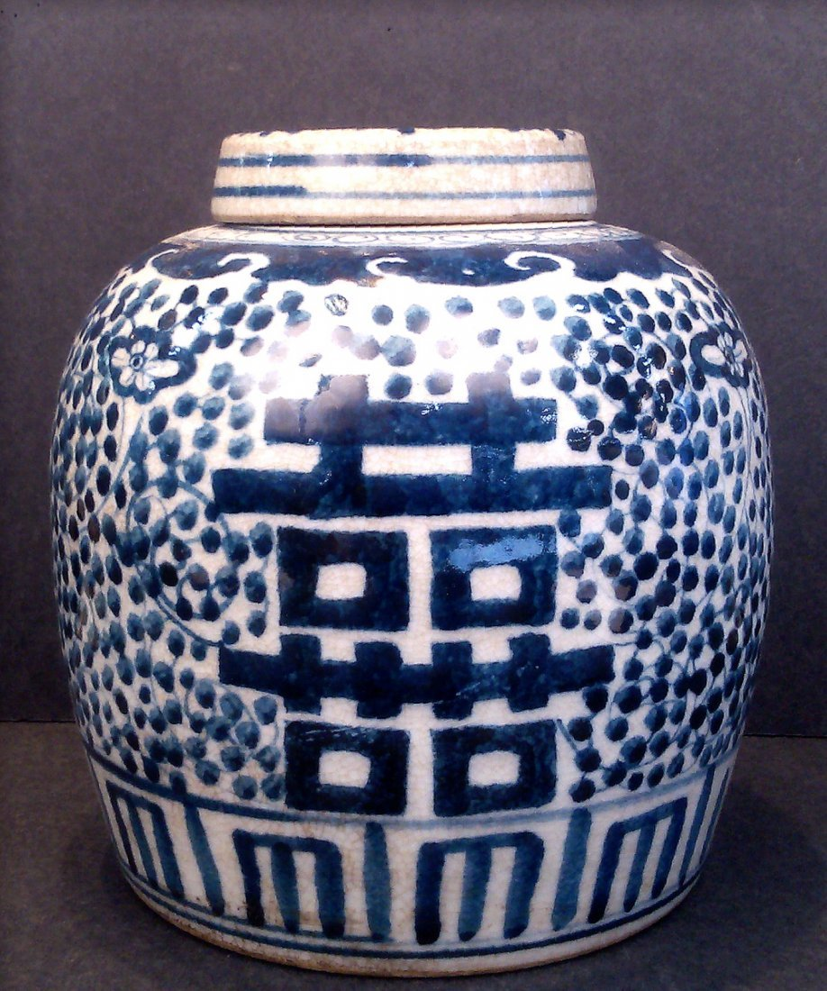 A BLUE AND WHITE CRACKLE GLAZE JAR AND COVER