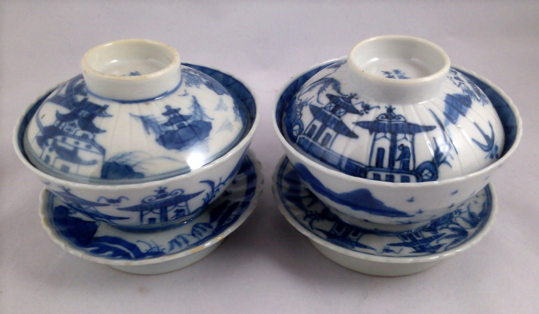 PAIR OF BLUE AND WHITE CHINESE EXPORT PORCELAIN TEA CUP