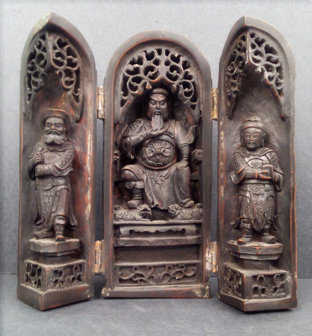 CARVED BOXWOOD FIGURES FOLDING STATUE OF MILITARY GENER