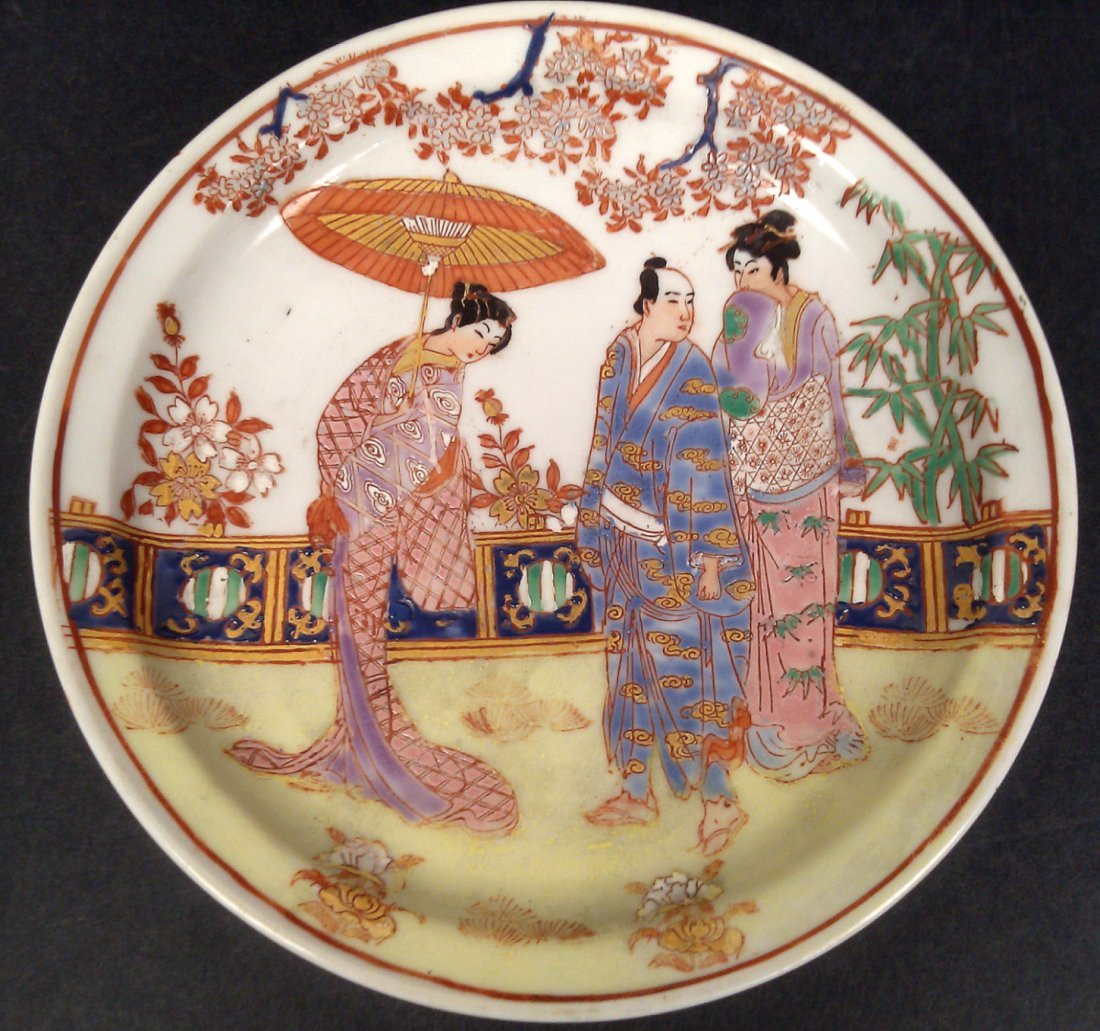 A PAIR OF JAPANESE PORCELAIN HAND PAINTED  PLATES