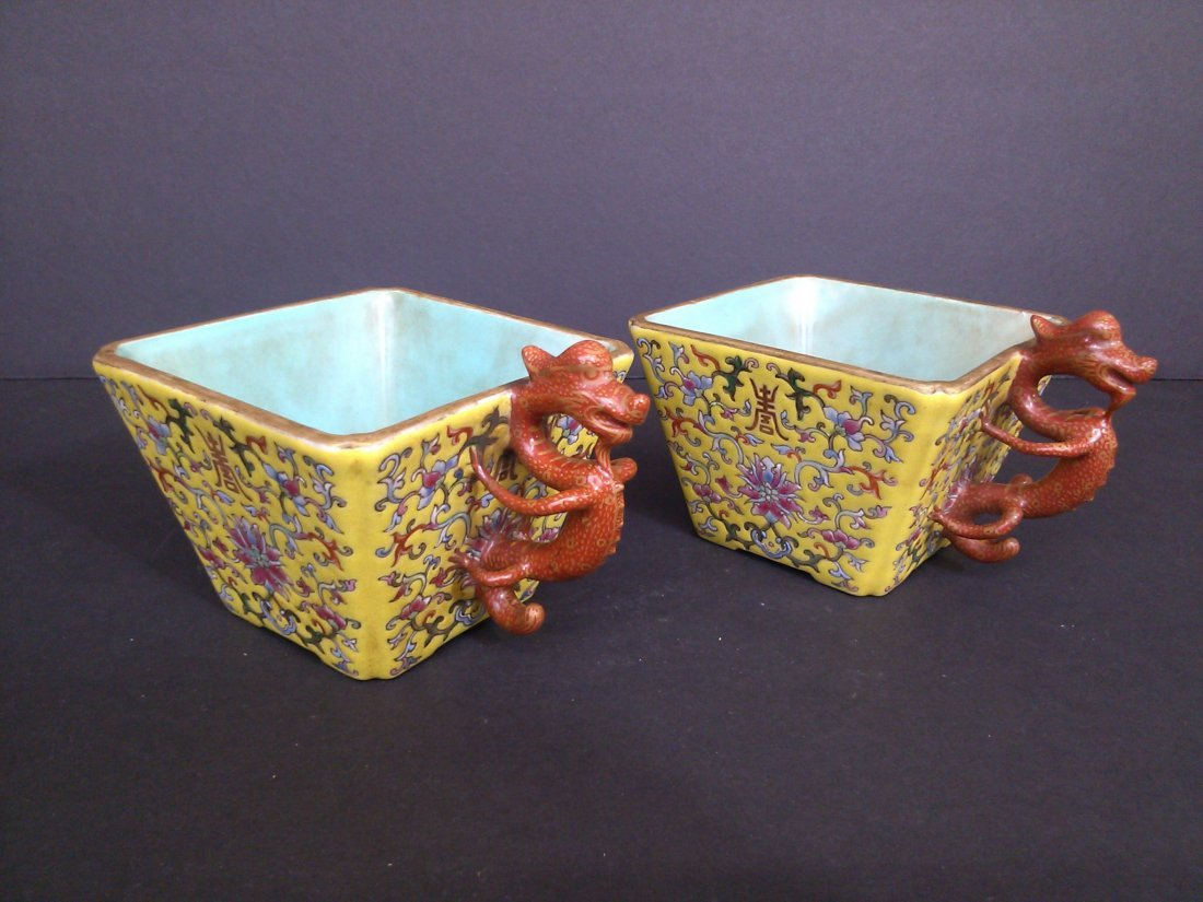 A Qing dynasty pair of square porcelain cups with