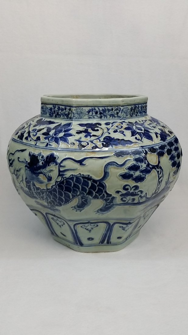 A Yuan blue and white porcelain jar with dragon design