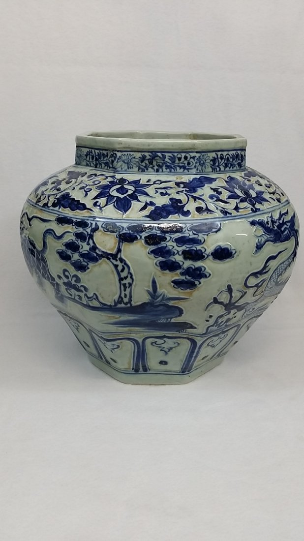 A Yuan blue and white porcelain jar with dragon design - 2