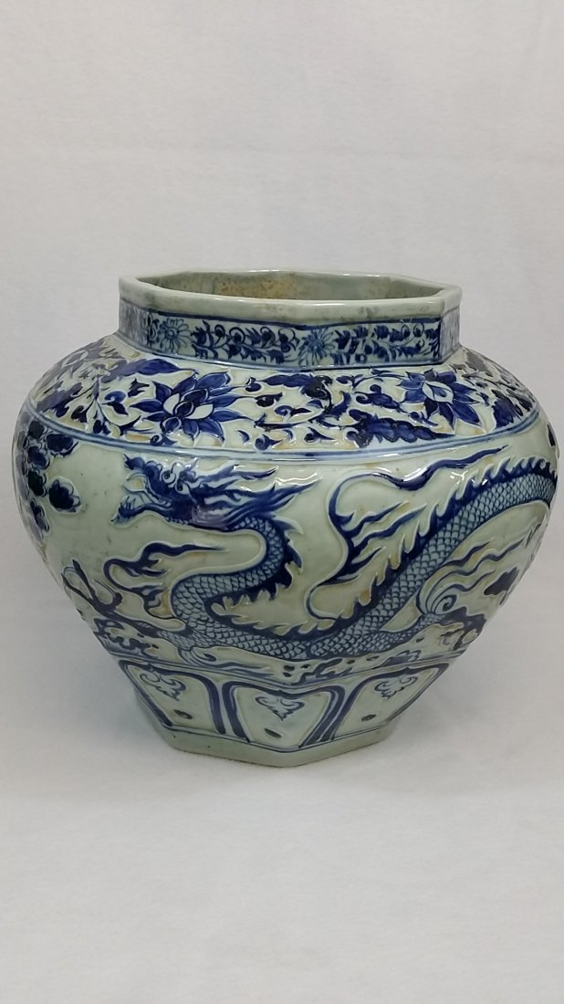 A Yuan blue and white porcelain jar with dragon design - 3