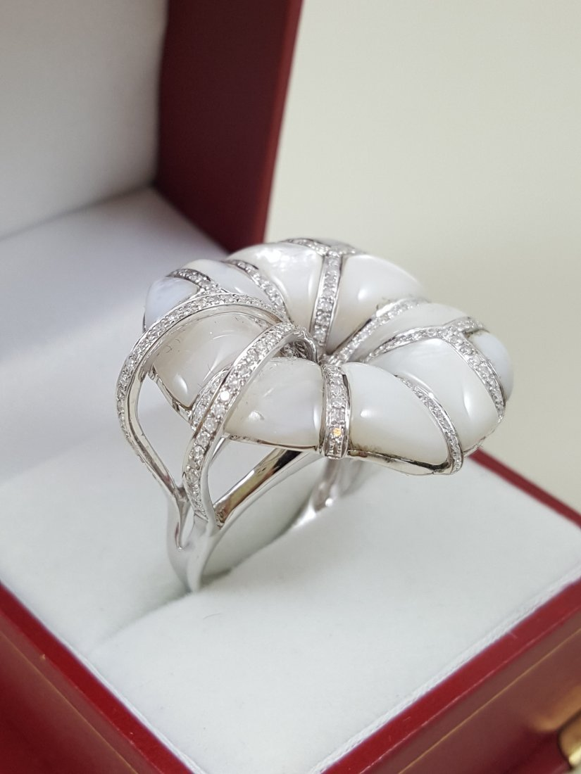 A Vintage 18K White Gold Mother of Pearl Cocktail Ring