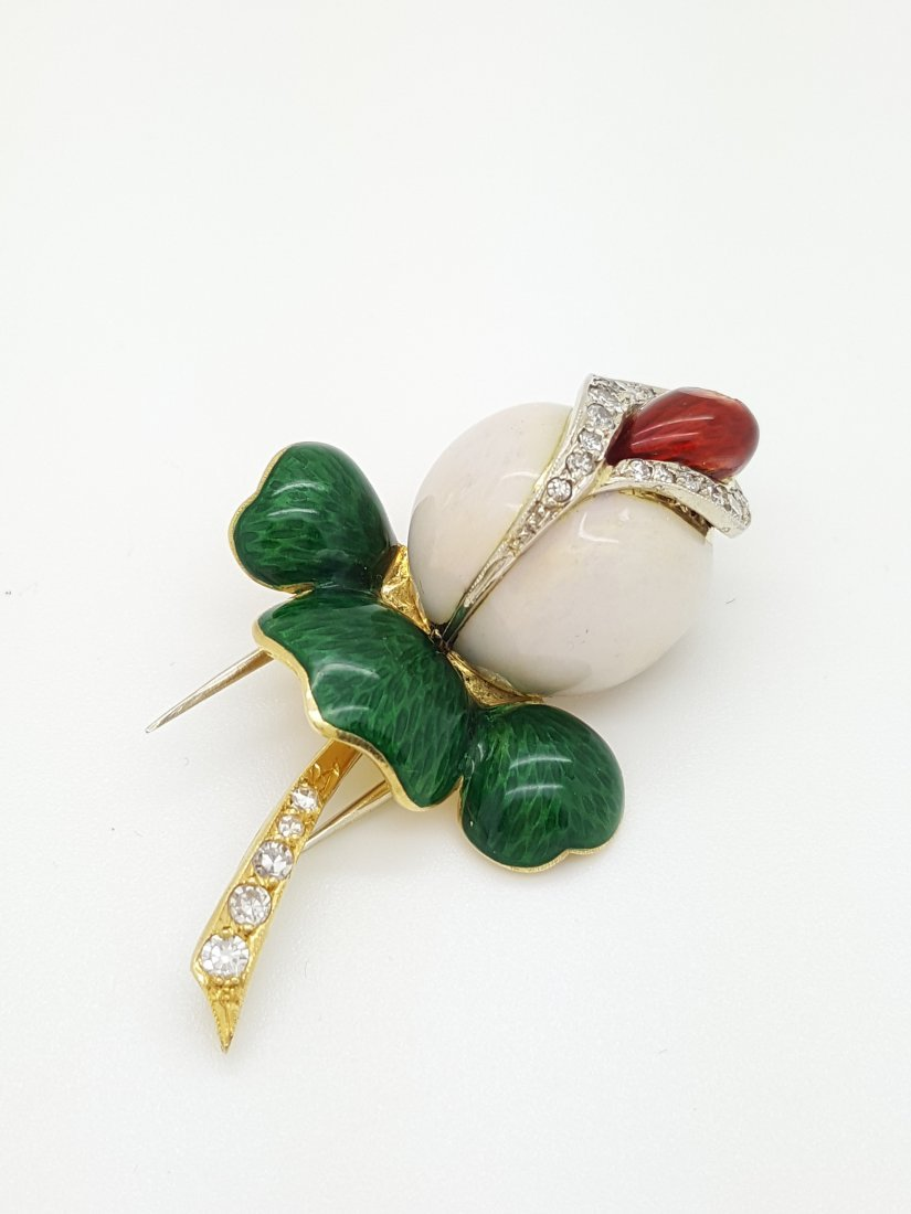 A Vintage 18K Gold  Enamel Rose Brooch Pin with