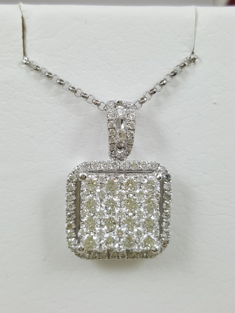 A 18K White Gold Diamond Pendant with Chain