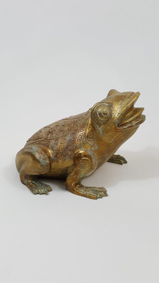 A Tang Dynasty  Gilt Bronze Frog