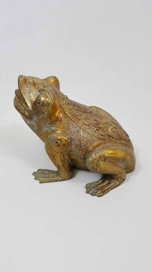 A Tang Dynasty  Gilt Bronze Frog - 3