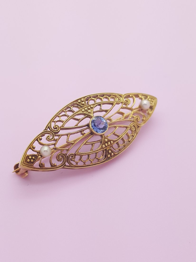 An Old 14k Yellow Gold Brooch Pin with Sapphire and