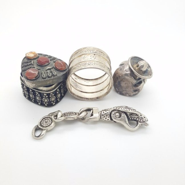 A lot of 4 silver decorative small items