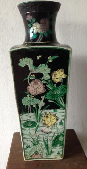 Kangxi Famille Noire Vase