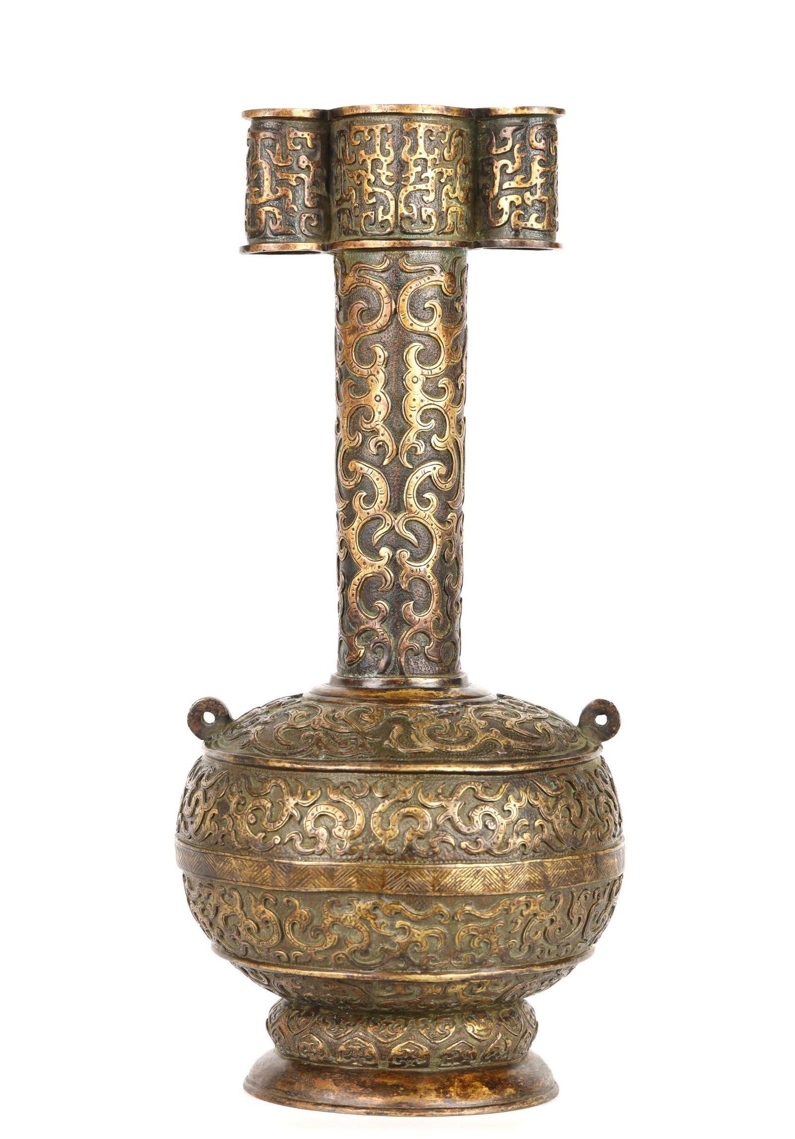 Qing dynasty. Chinese Bronze Vase