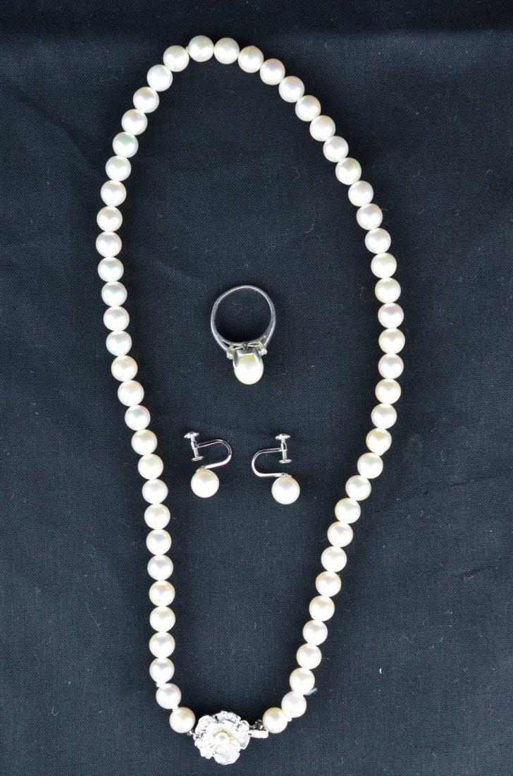 A Pearl Jewlery Set