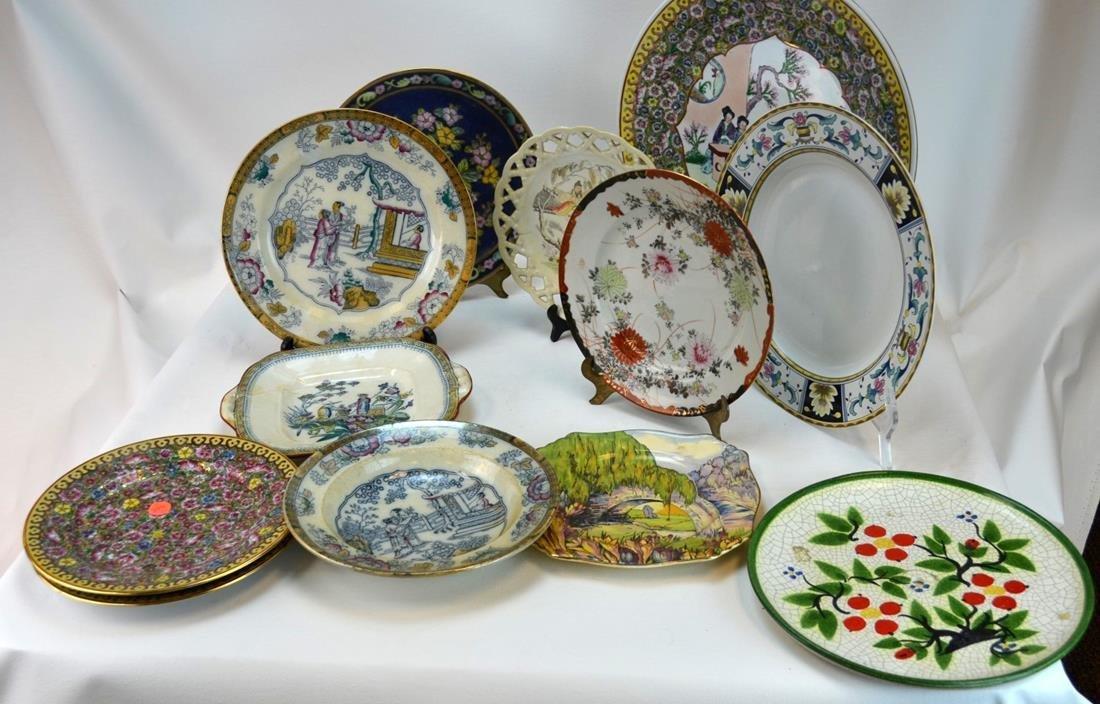 12 Chinese/Japanese Porcelain Plates